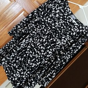 Travel knit top in black and white.  3/4 sleeve